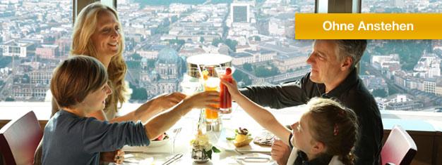 Genießen Sie ein zweigängiges Mittagessen im sich drehenden Restaurant auf der Spitze des Fernsehturms in Berlin! Buchen Sie Ihr Mittagessen im Fernsehturm online!